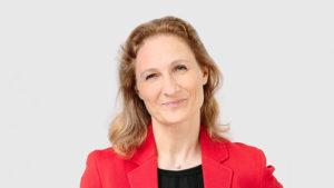 """Prof. Dr. Astrid Friese hatte Elin Matilda Karlsson aufgrund ihres sozialen Engagements in dem Projekt """"Food for Thought"""" nominiert."""
